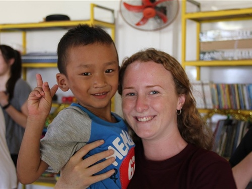 Students volunteer in Cambodia